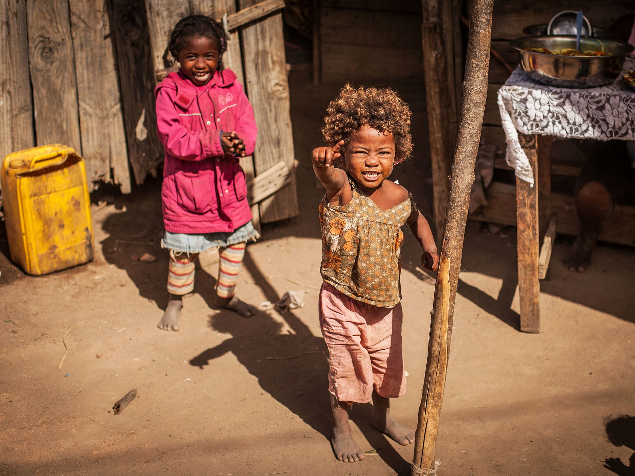 Tulear, Madagascar: Two local girls. This image is from Mine Kings. [Photo of the day - مارس 2016]