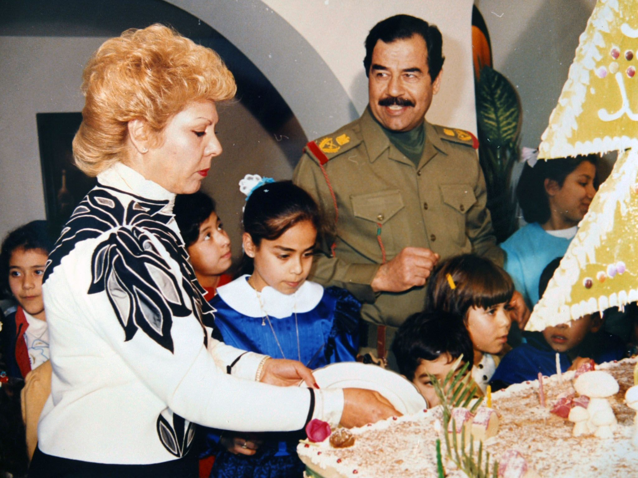 Iraq: Saddam Hussein celebrates the birthday of his daughter Hala as his first wife Sajda Kher... [Photo of the day - 九月 2016]
