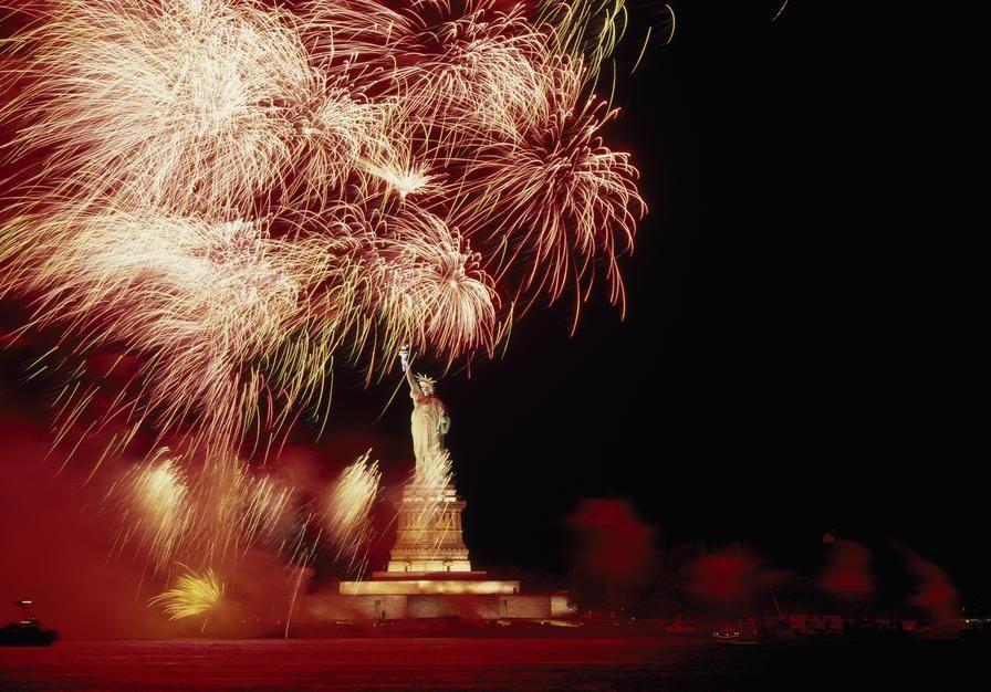 في مثل هذا اليوم من عام 1886 أقيم تمثال الحرية في ميناء... [Photo of the day - أكتوبر 2011]