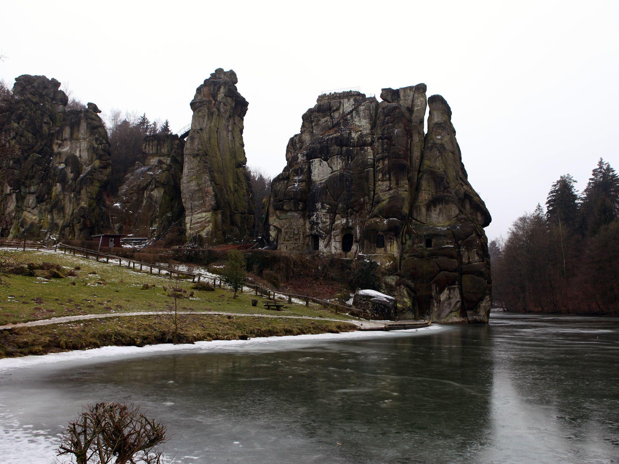 صخور اكسترنشتاينه، ألمانيا: Externsteine Wider، هناك منحوتات... [Photo of the day - أكتوبر 2016]