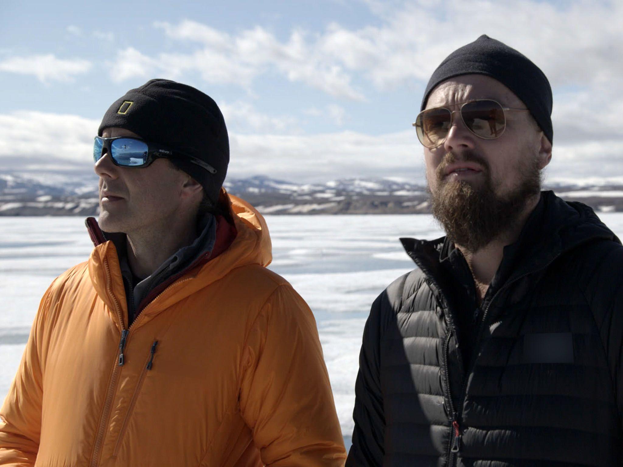 في القطب الشمالي: يجري ليناردو مقابلة مع إينريك سالا... [Photo of the day - أكتوبر 2016]