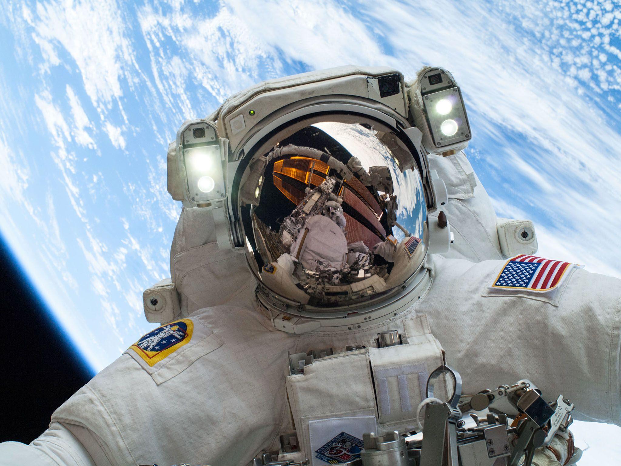 مايكل هوبكنز، رائد فضاء لدى وكالة ناسا. هذه الصورة من... [Photo of the day - أكتوبر 2016]