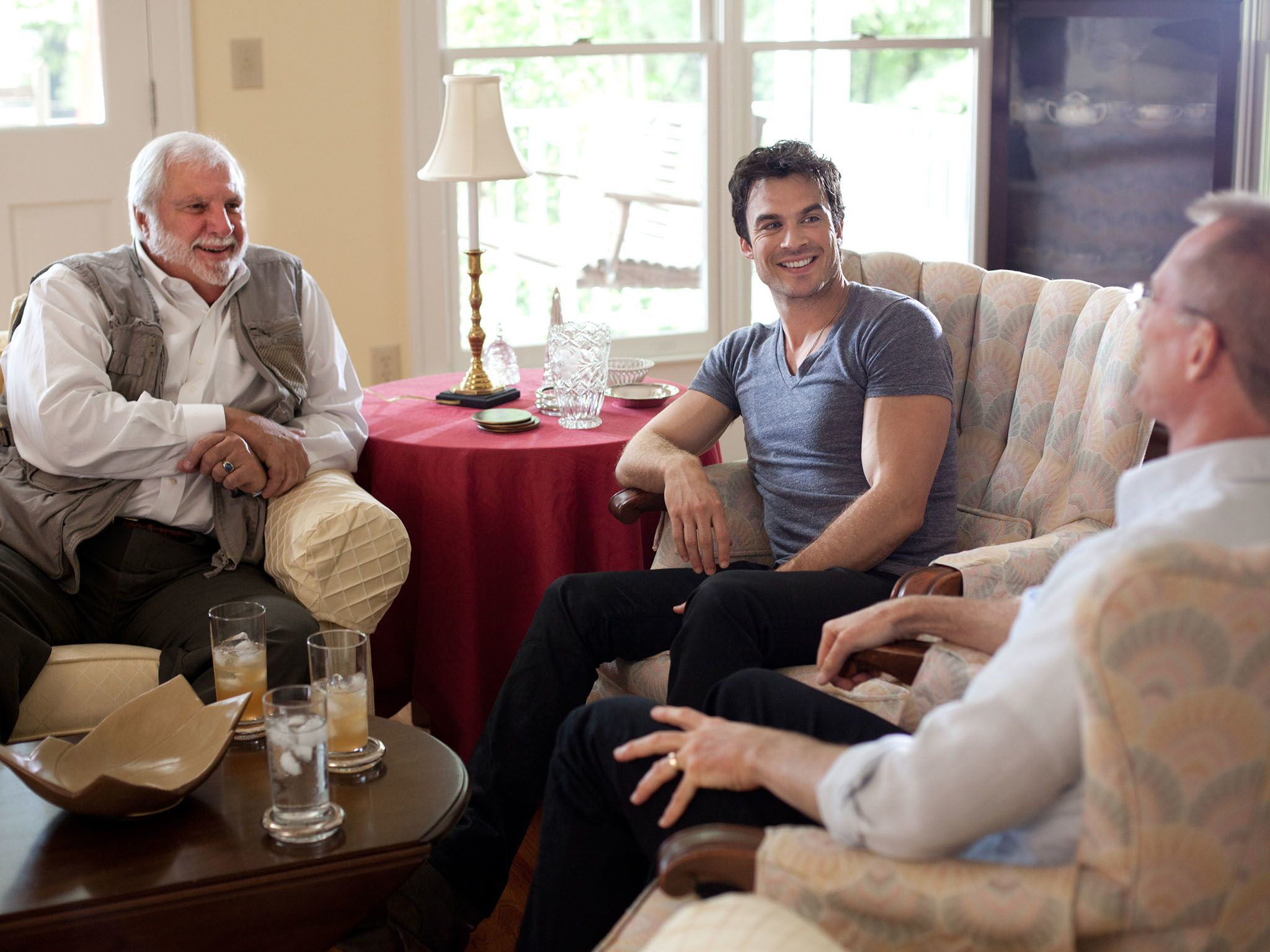 Correspondent Ian Somerhalder speaks with Pastor Rick Joyner (L) and former Congressman Bob... [Photo of the day - نوامبر 2016]