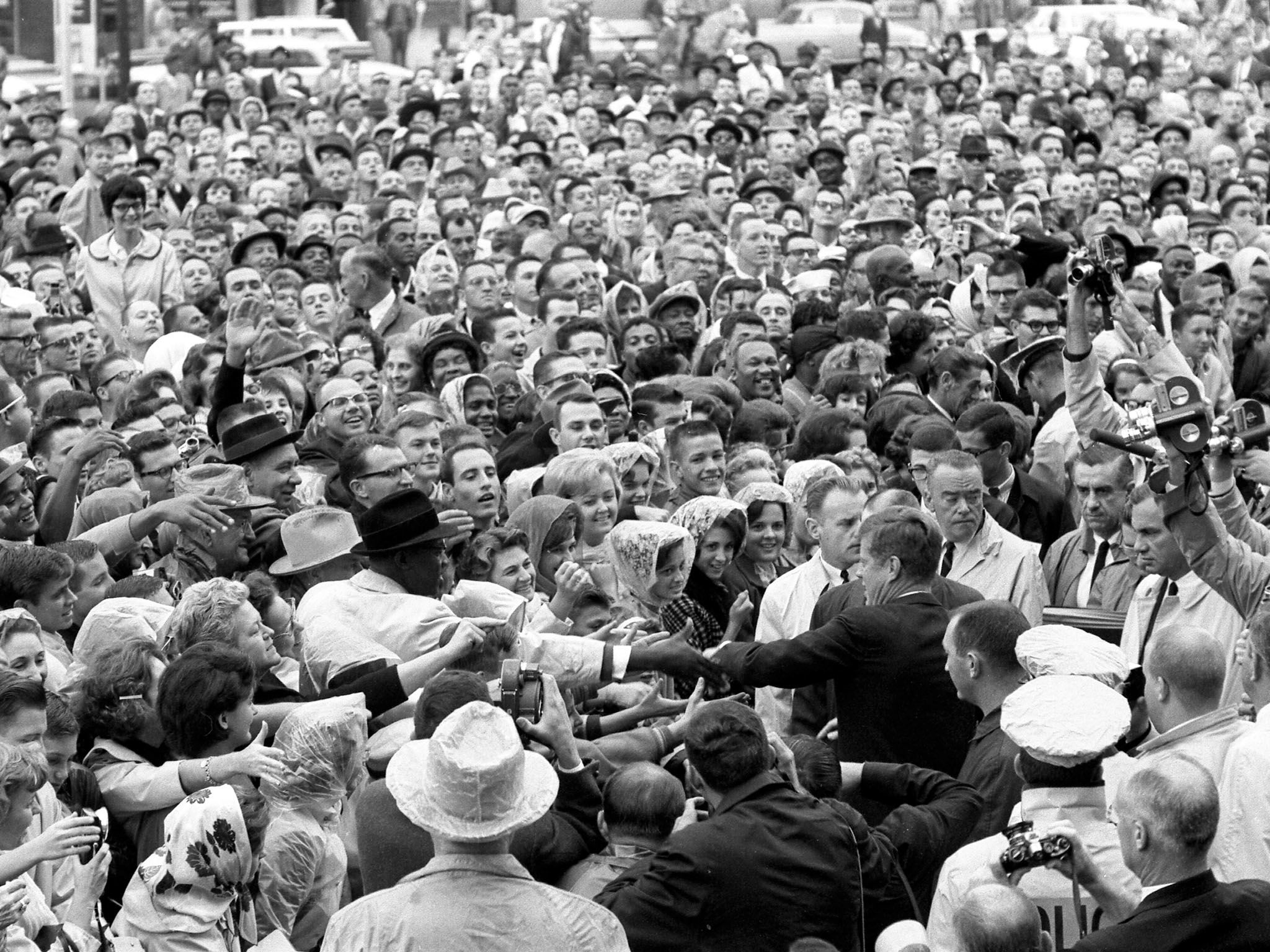 Love Field, Dallas, Texas: President Kennedy wades into a crowd of well-wishers and supporters... [Photo of the day - 一月 2017]