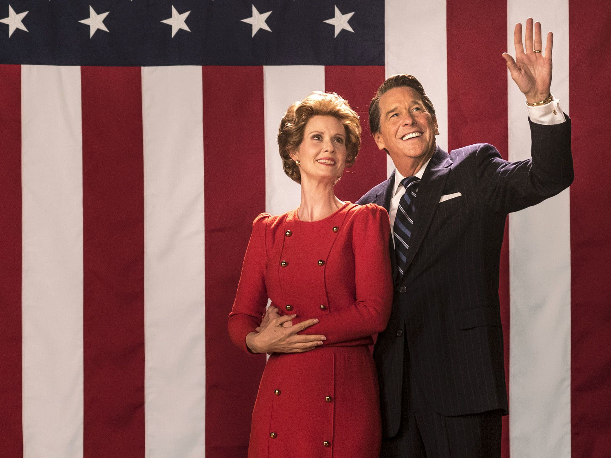 Cynthia Nixon (as Nancy Reagan) and Tim Matheson (as Ronald Reagan) in Killing Reagan. This... [Photo of the day - ژانویه 2017]