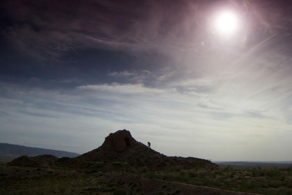 عالم التاريخ ويليام لندساي يمشي بطول سور الصين... [Photo of the day - فبراير 2012]