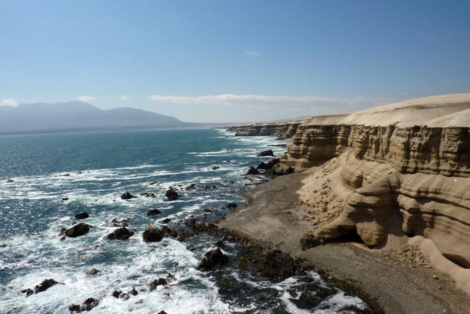 الأمواج تتحطم بعنف على سواحل توكوبيلا في شيلي.... [Photo of the day - فبراير 2012]