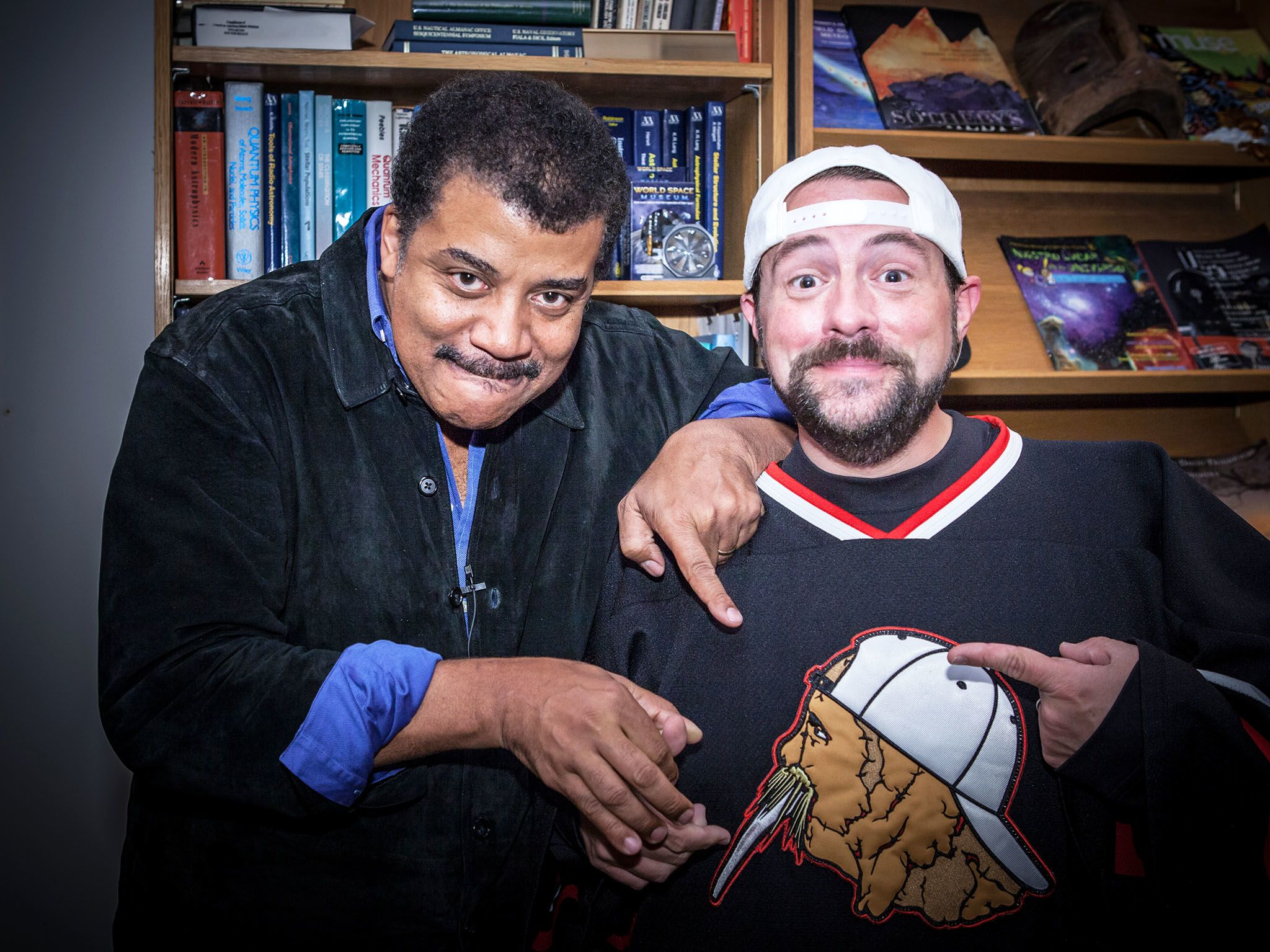 New York, NY:  (L to R) Host Neil deGrasse Tyson with filmmaker and comic book fanatic Kevin... [Foto del giorno - novembre 2017]