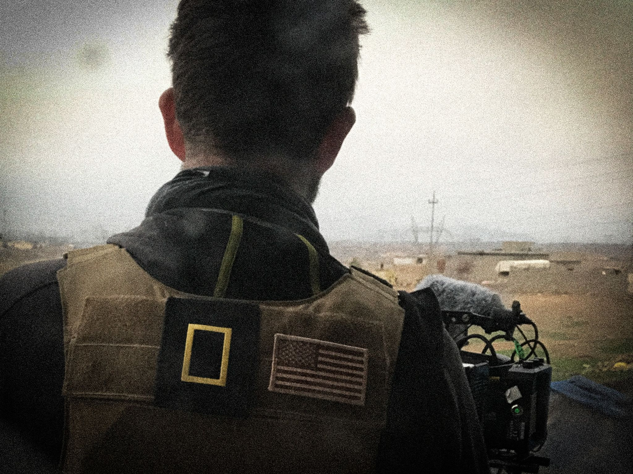 Mosul, Iraq:  Over the shoulder of a cameraman.  This image is from Chain of Command. [Photo of the day - 二月 2018]