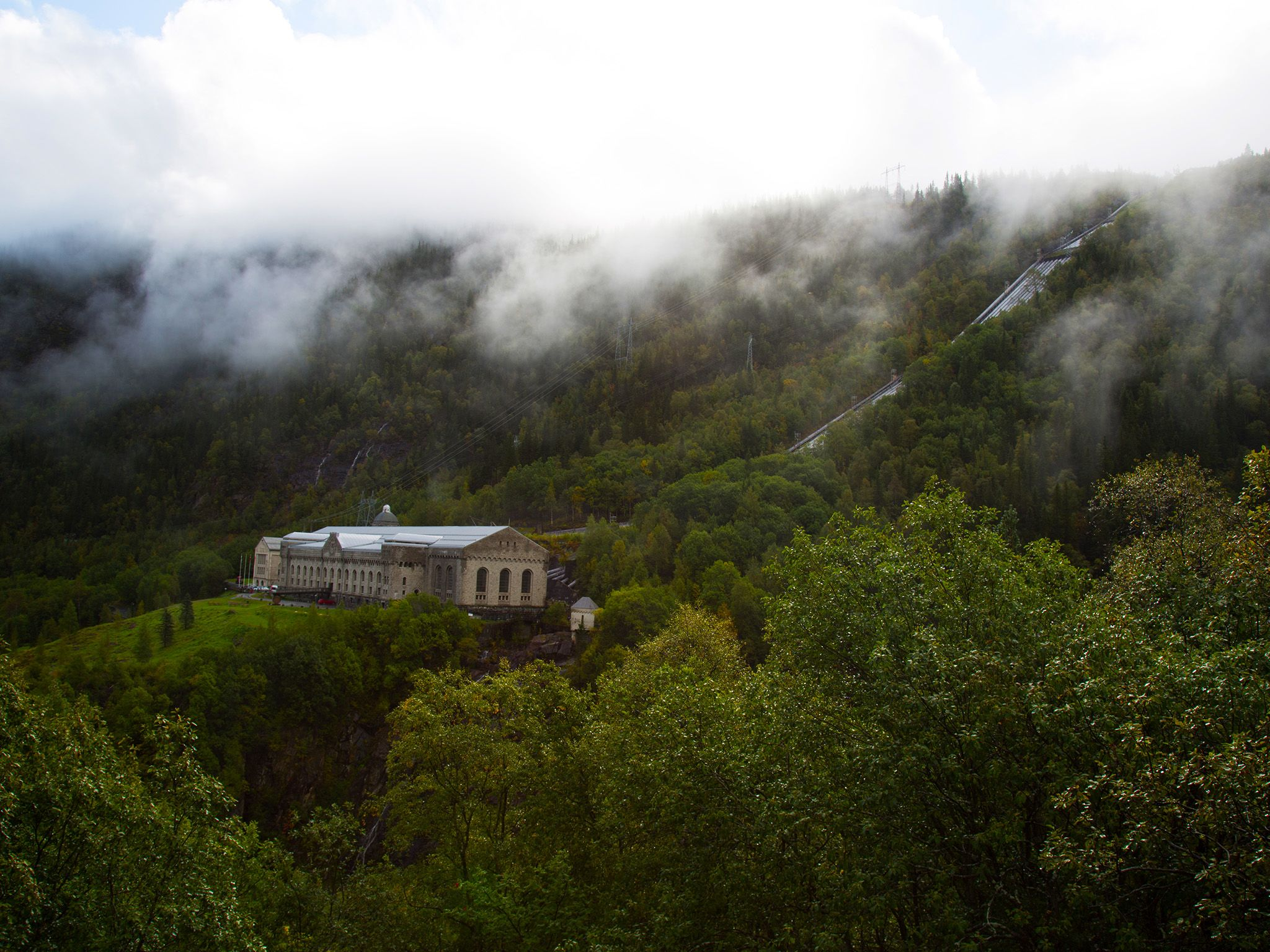 Telemark, Norway:  A shot of Vemork in the Mist. The former power plant is now a museum. In WW2... [Foto del giorno - luglio 2018]