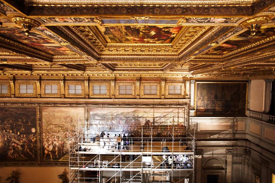 Florence, Italy: Restorers and scientists work on the platform while looking for the lost... [Photo of the day - أبريل 2012]