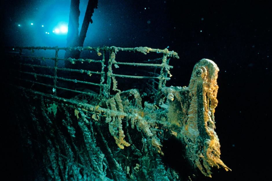 Titanic's bow and railing. 100 years ago today, the Titanic set sail on her maiden voyage.  This... [Photo of the day - أبريل 2012]