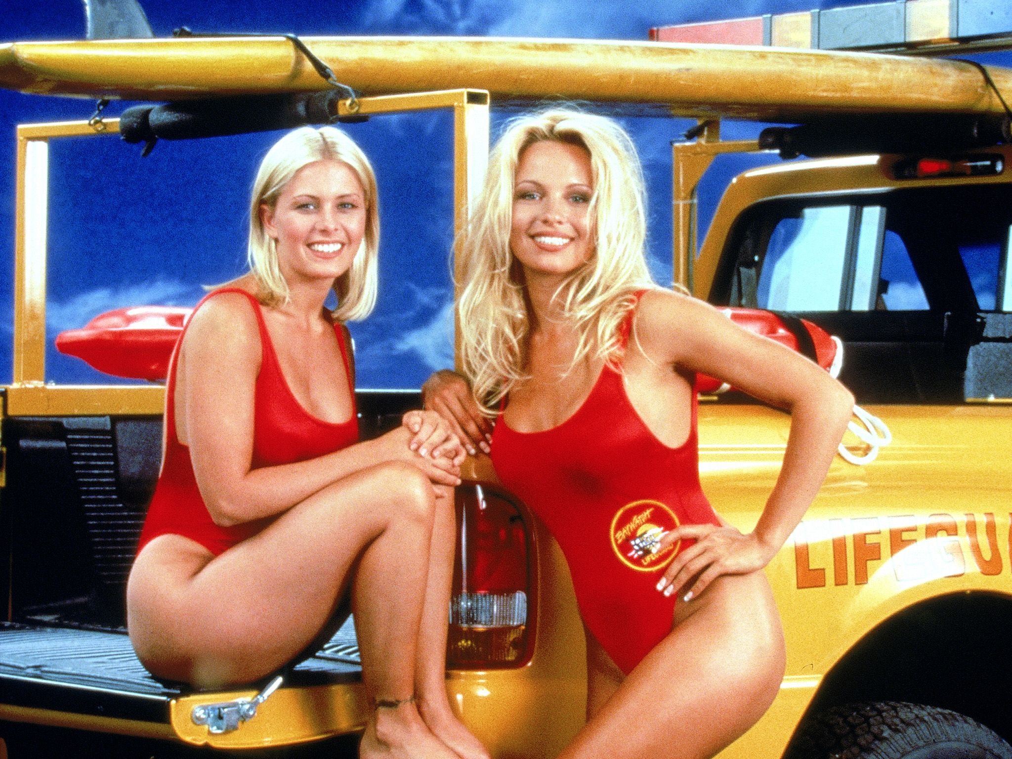 American actresses Nicole Eggert and Pamela Anderson, stars of the tv series Baywatch. This... [Photo of the day - October 2018]