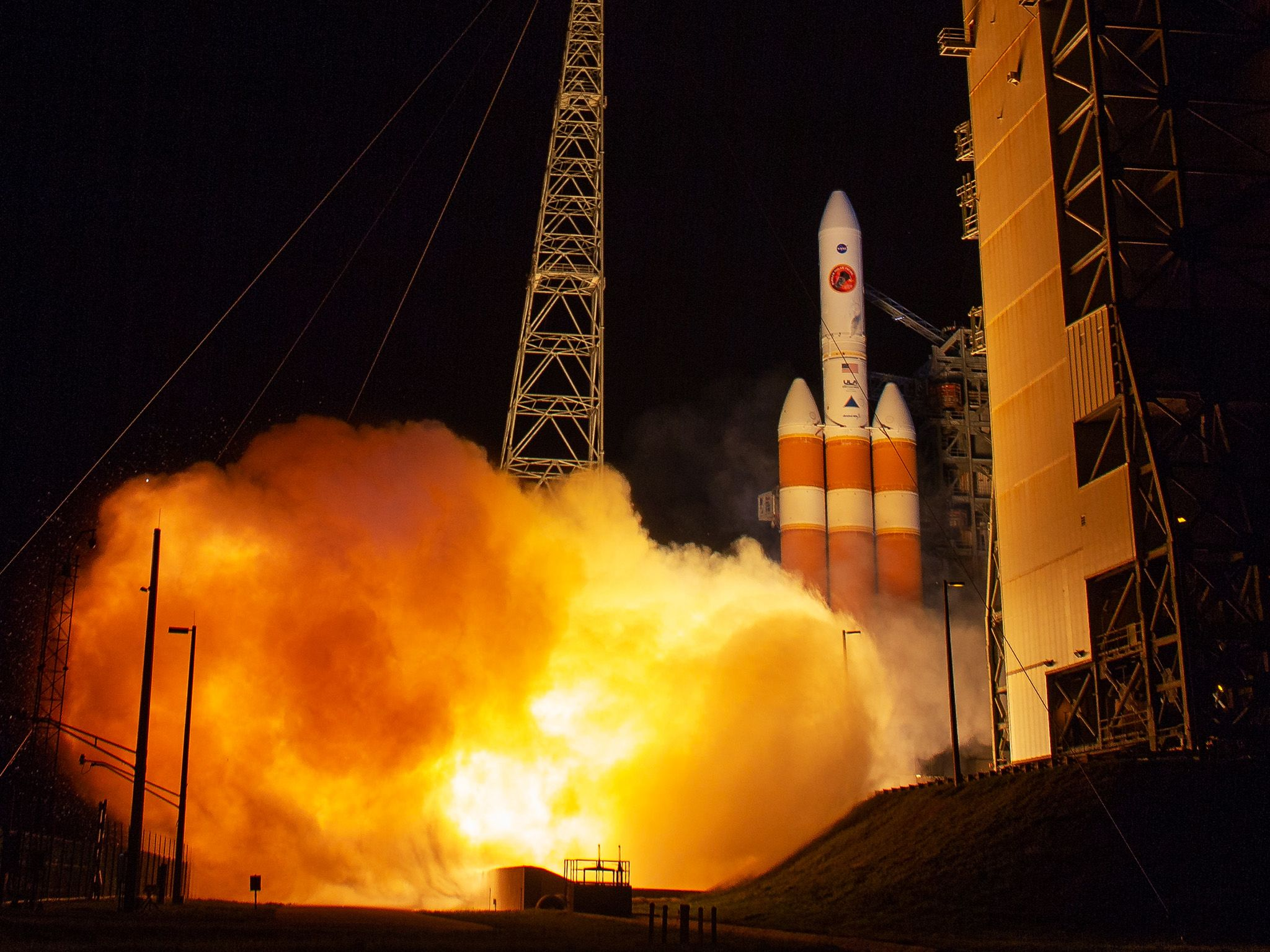 ed0c0773 The United Launch Alliance Delta IV Heavy rocket launches NASA's Parker  Solar Probe to touch the