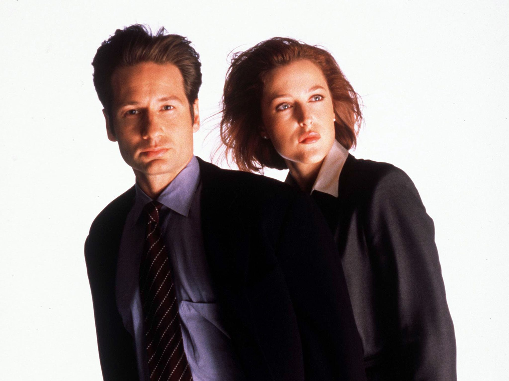 (Left to right) David Duchovny and Gillian Anderson star in year six of The X-Files. This image... [Photo of the day - October 2018]