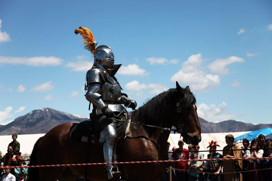 Ogden, Utah: A knight rides in heavy armor at the full contact jousting tournament at the Utah... [Photo of the day - أبريل 2012]