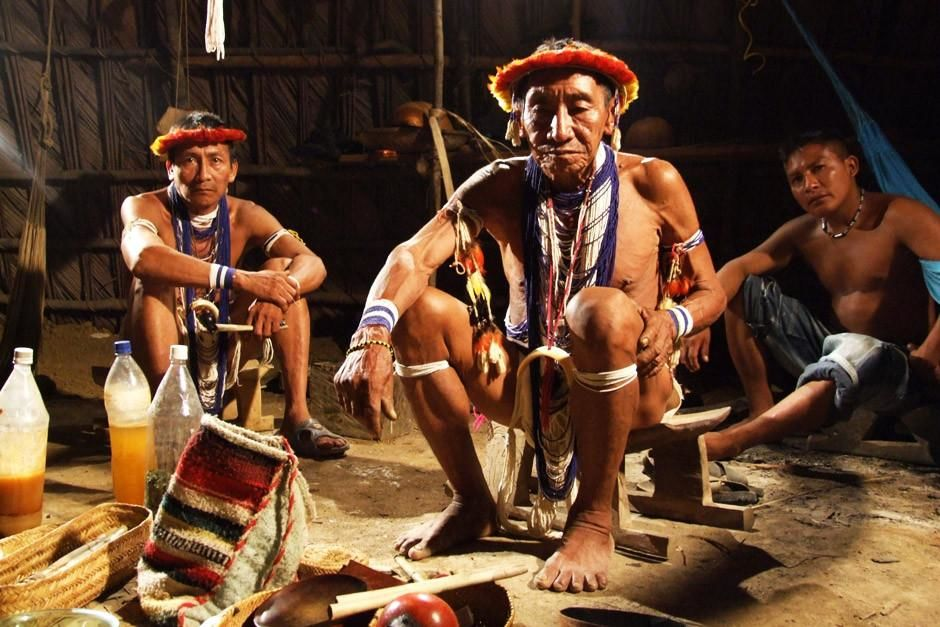 A chief and two men sit in a hut in Puerto Ayacucho, Venezuela.  This image is from Taboo. [Photo of the day - أبريل 2012]
