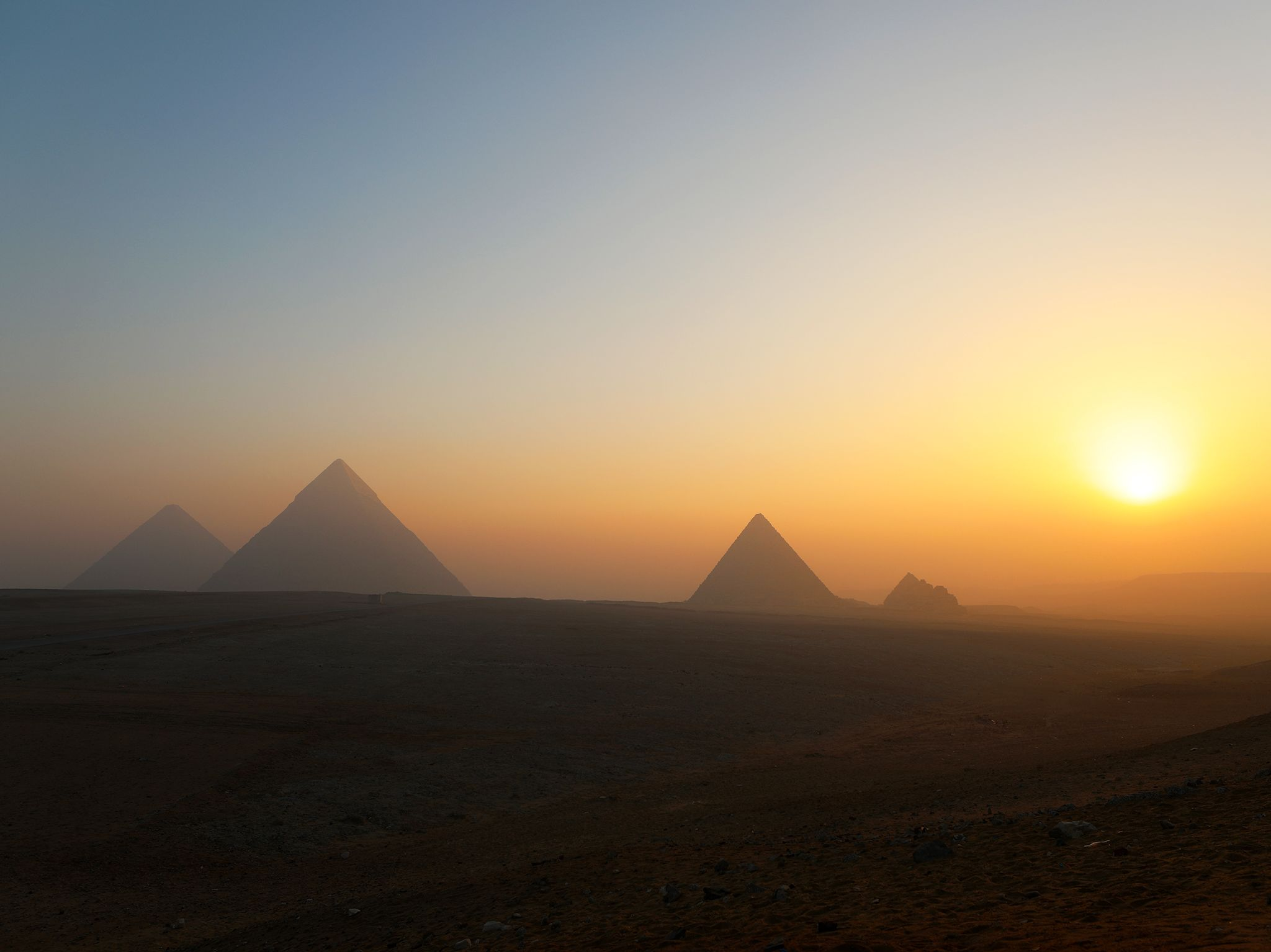 Pyramids off in the distance. This image is from Egypt From Above. [Foto del giorno - aprile 2019]