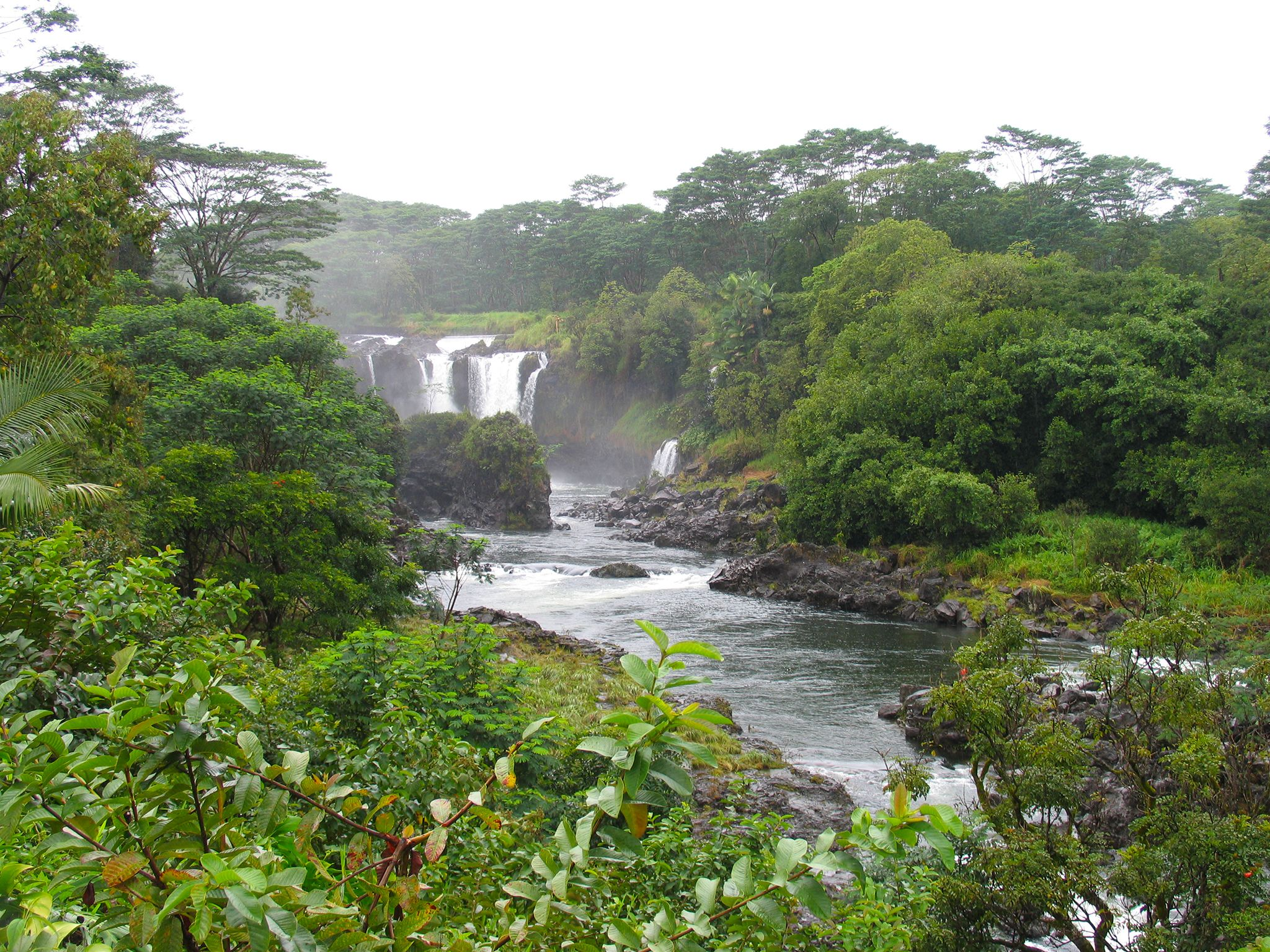 Beautiful Pe'epe'e Falls above the charming town of Hilo, Hawaii. This image is from Amazing... [Photo of the day - April 2019]