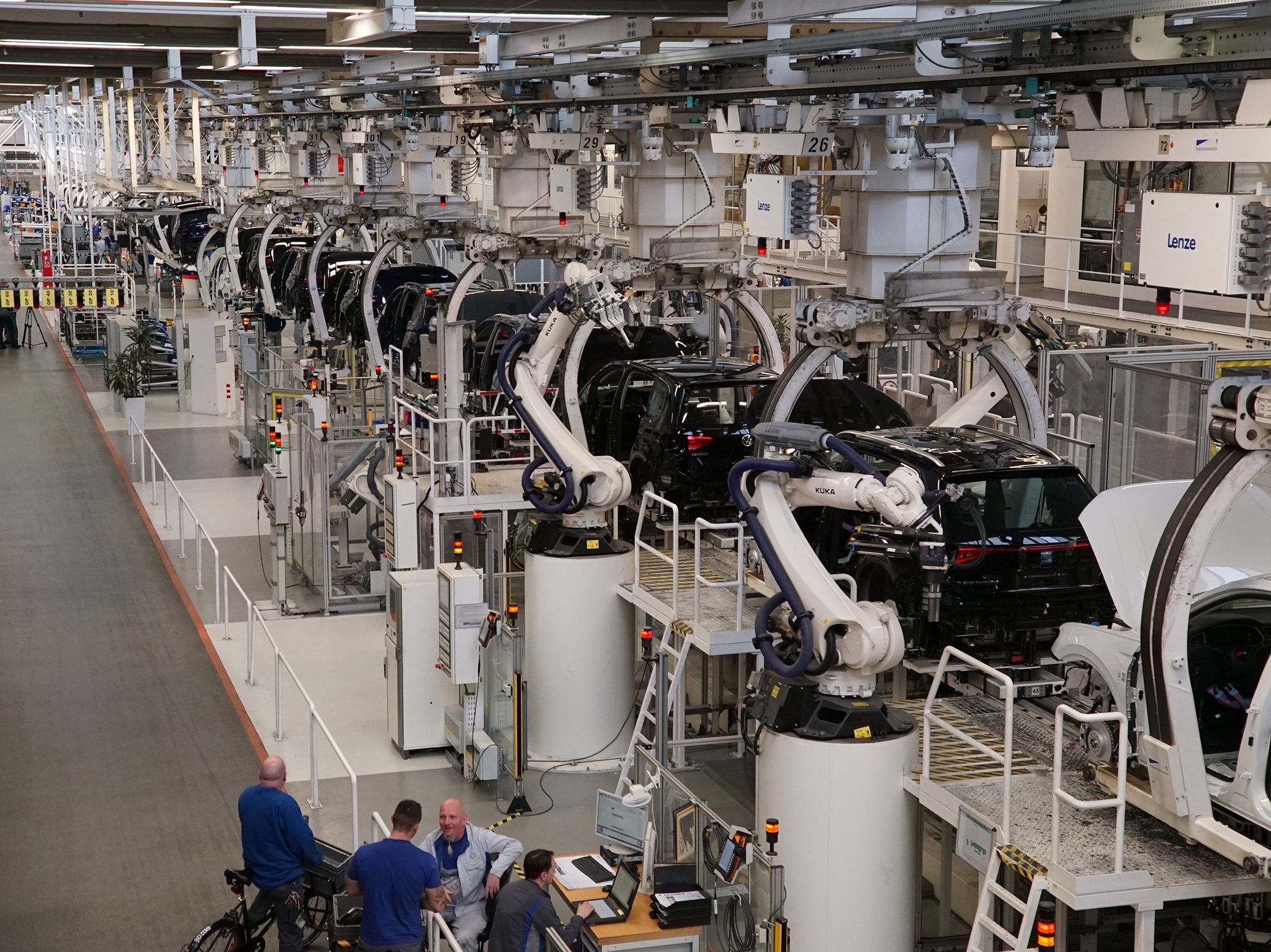 The Volkswagen production line. This image is from Superstructures: Engineering Marvels. [Photo of the day - May 2019]