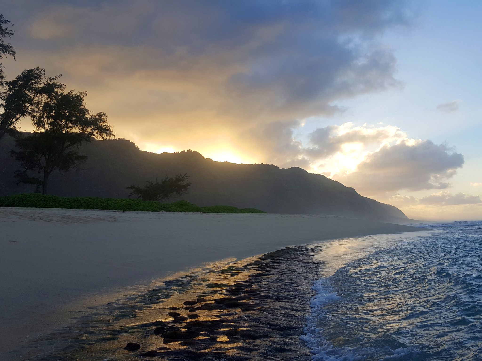 Hawaii North Shore approaching sunset.  This image is from Drain the Oceans. [Photo of the day - May 2019]