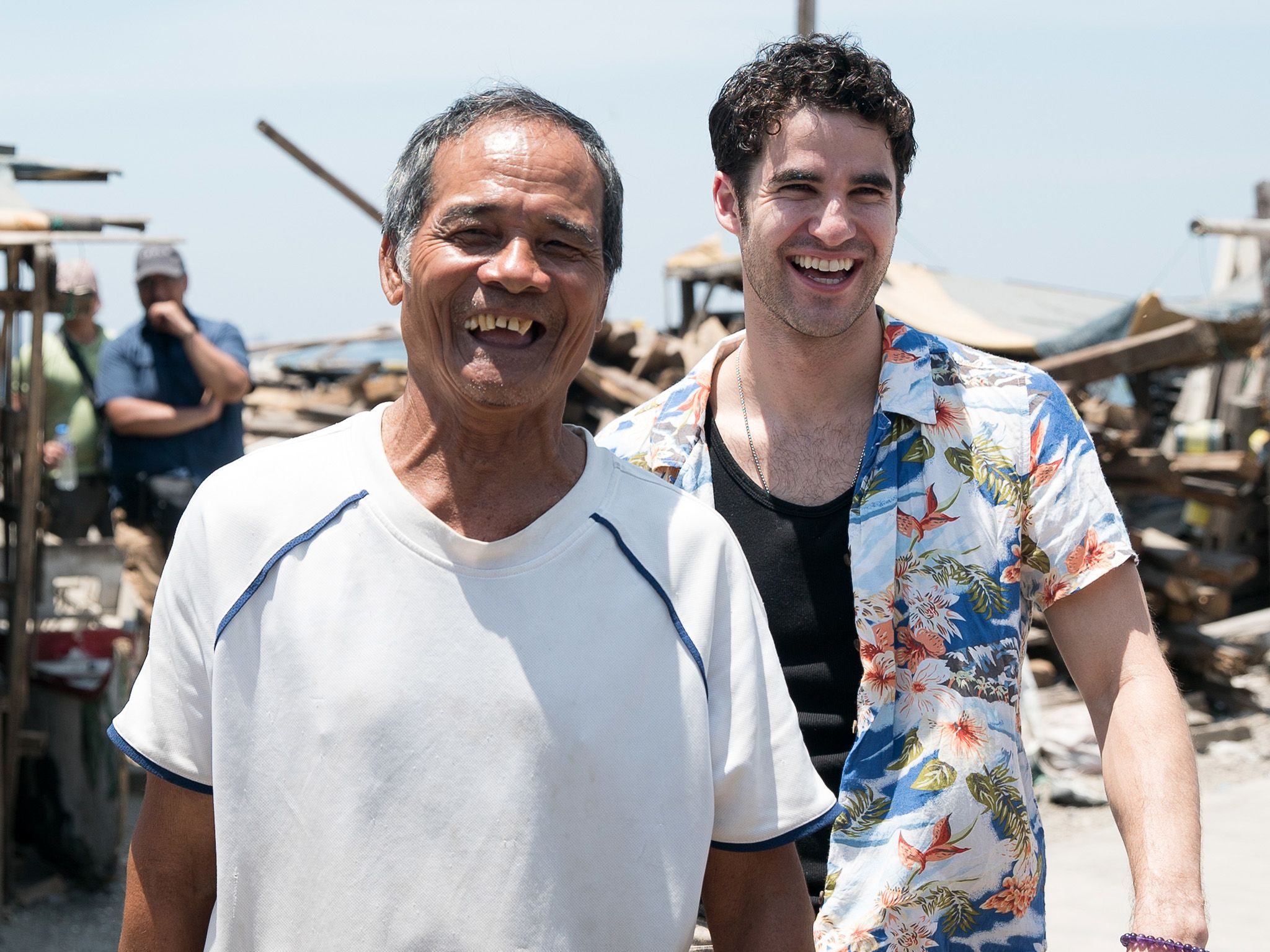 Daren Criss (right) jokes with a local fisherman. The World Bank estimates there are 25 to 27... [Photo of the day - سپتامبر 2019]