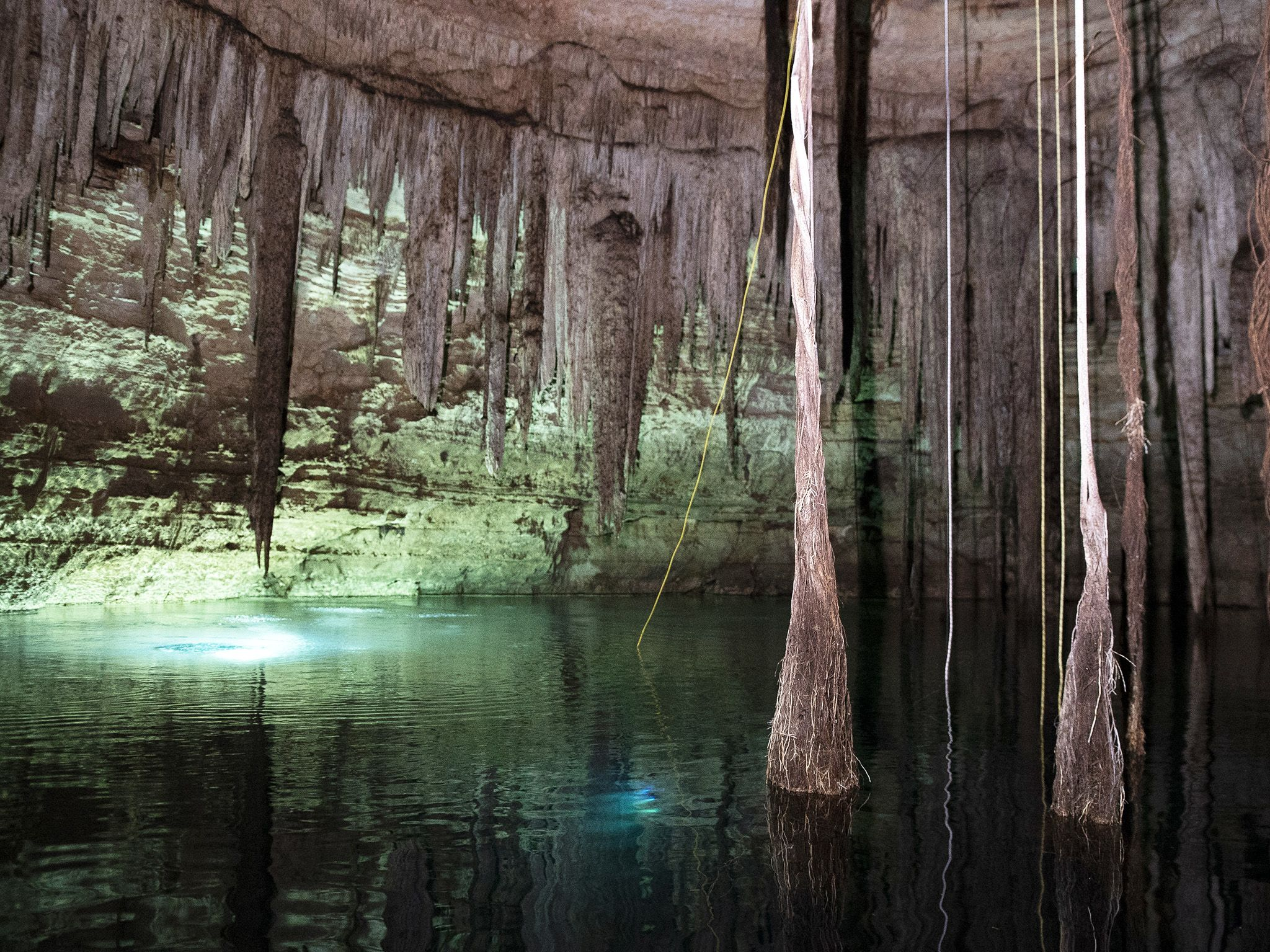 Surrounded by stalactites, the Virtual Wonders team dives underneath the surface of Holtun... [Photo of the day - سپتامبر 2019]