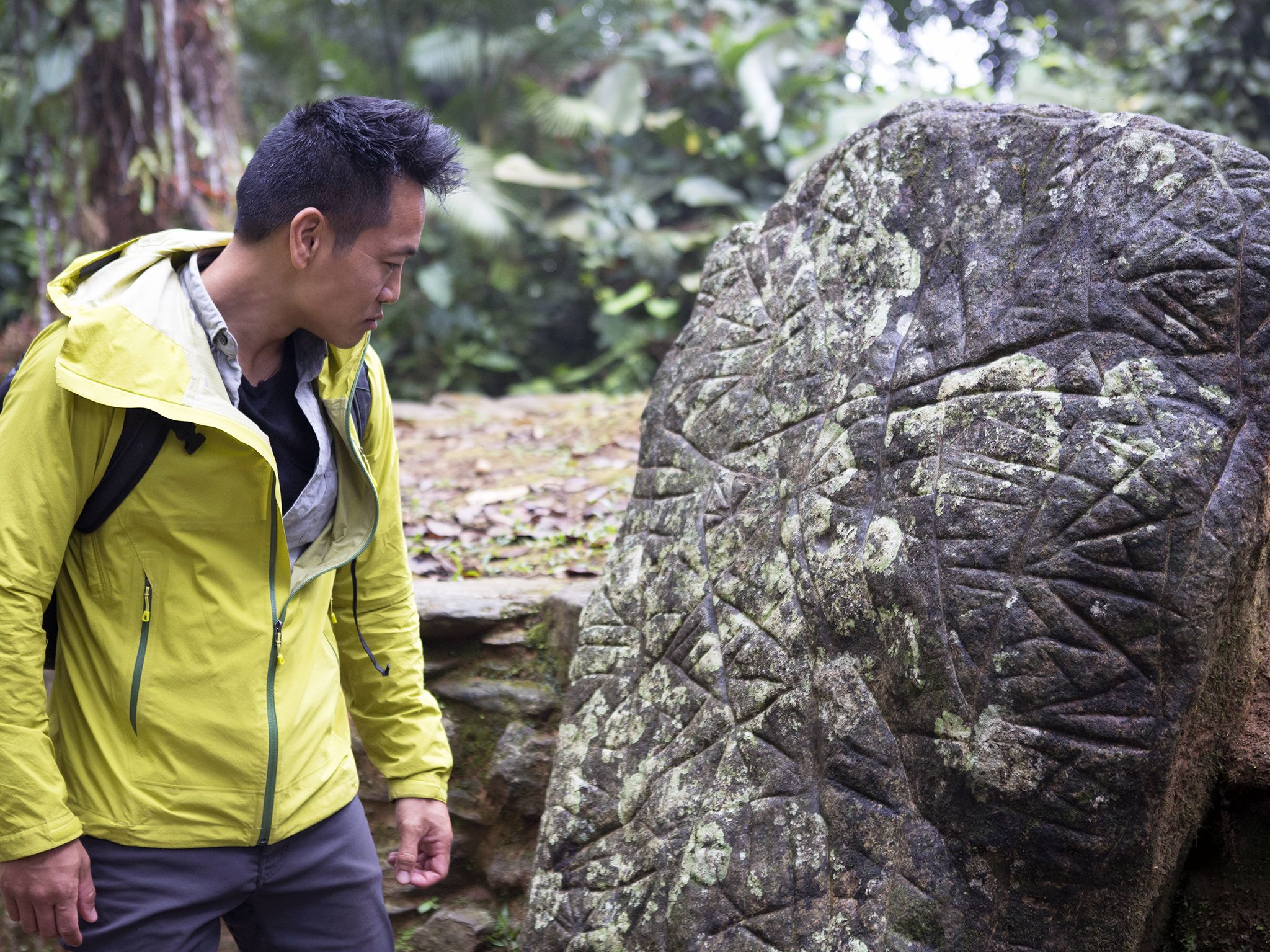 Ciudad Perdida, Colombia: Dr. Albert Lin looking at Ciudad Perdida's map stone. This image is... [Photo of the day - اکتوبر 2019]