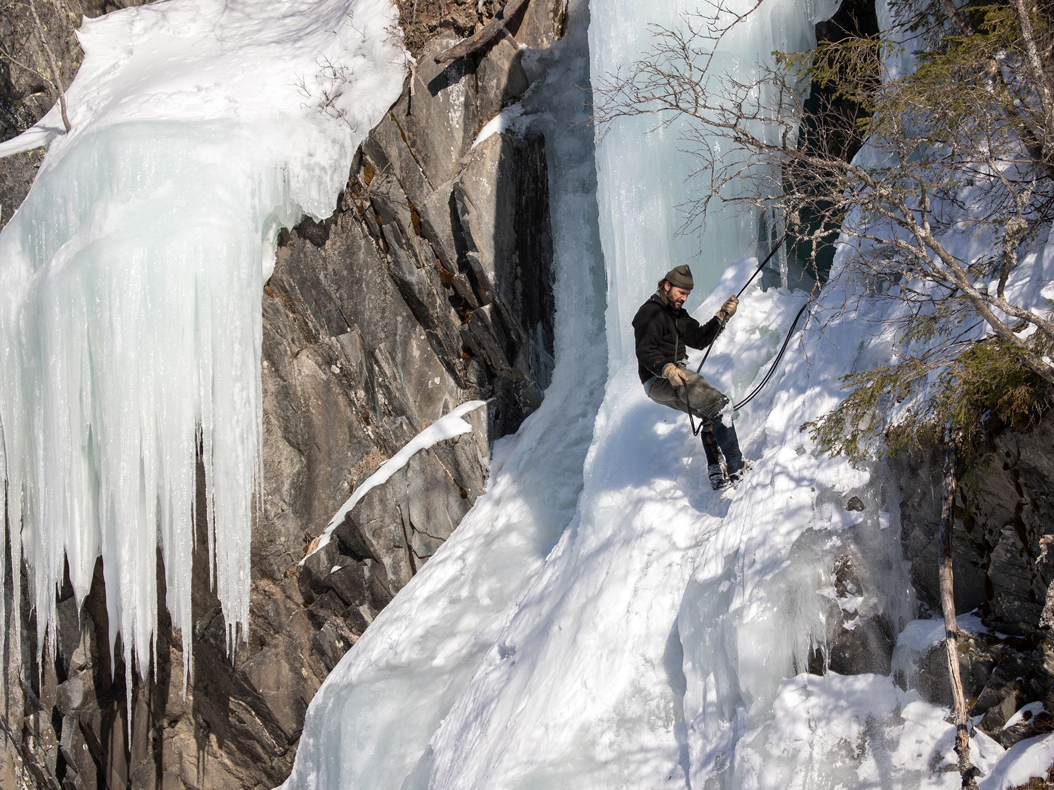 Hazen Audel abseils down an ice cliff in Norway.  This image is from Ultimate Survival WWII. [Photo of the day - نوامبر 2019]