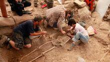 Digging Clues show