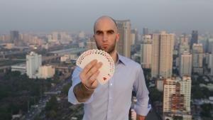 لاعب الورق المخادع صورة