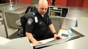 البحث والاعتقال صورة