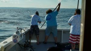 صيد سمك موفق صورة