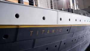 Titanic and Cameron photo