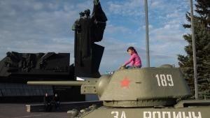قیام برای روسیه مادر عکس