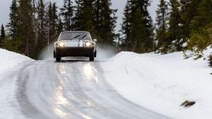 سيارة البورش الخاصة بالجليد صورة