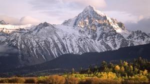 أرض معركة جبل الروكي صورة