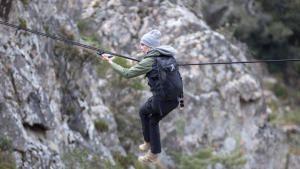 رحلة كارا ديليفين إلى جبال ساردينيا صورة