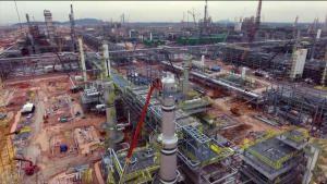 هياكل عملاقة: أكبر مركز للبتروكيماويات في ماليزيا صورة