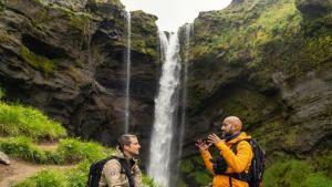 كيغان مايكل كي في حقول اللافا الآيسلندية صورة