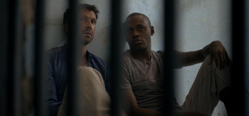 مسجون في الغربة
