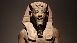 أسرار وكنوز ملك الشمس المصري