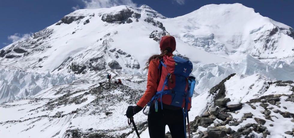 خاص يوم المرأة: وحدها إلى القمة