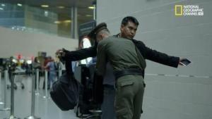 Fermato in aeroporto foto